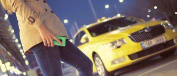 Uber e Táxis: Um embate por passageiros que tem ocorrido no mundo todo (Foto: Pixabay)